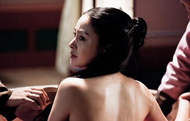 Xem loạt cảnh hở bạo của các ngọc nữ Hàn nổi tiếng kín đáo, bất ngờ nhất là Song Hye Kyo - Ảnh 8.