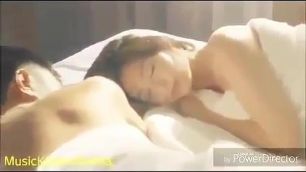 Xem loạt cảnh hở bạo của các ngọc nữ Hàn nổi tiếng kín đáo, bất ngờ nhất là Song Hye Kyo - Ảnh 1.