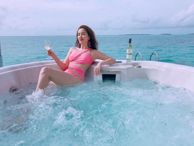Giữa nghi vấn sắp lên xe hoa, Bảo Thy khoe body nóng bỏng trong loạt ảnh du lịch ở thiên đường Maldives - Ảnh 1.