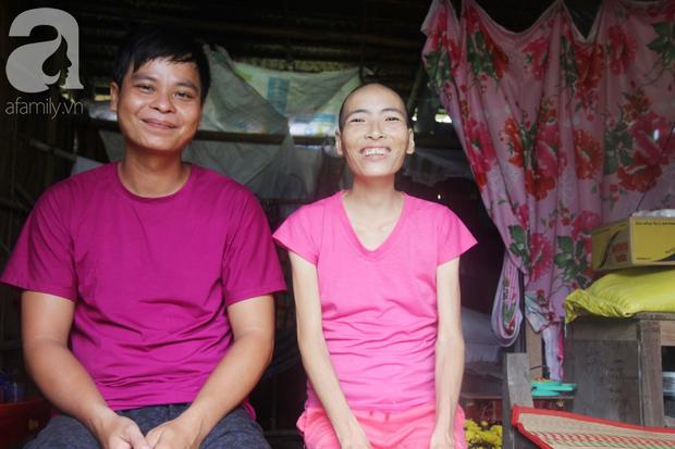 Người đàn ông trẻ chấp nhận điều tiếng, một tay chăm sóc vợ bệnh tật của người khác suốt 2 năm trời - Ảnh 12.