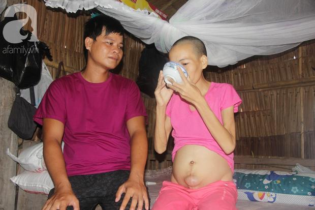 Người đàn ông trẻ chấp nhận điều tiếng, một tay chăm sóc vợ bệnh tật của người khác suốt 2 năm trời - Ảnh 9.