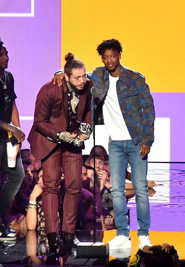 Có 1 ca khúc đánh bại được cả Camila - Ed Sheeran - Bruno Mars, chiến thắng giải lớn tại VMAs 2018 - Ảnh 2.