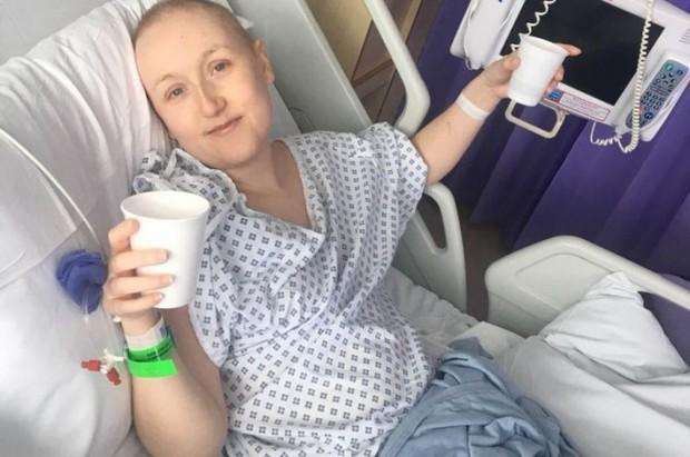 Cô gái 23 tuổi tưởng bụng phình to là do mang thai, ngờ đâu lại là dấu hiệu cảnh báo căn bệnh ung thư buồng trứng - Ảnh 4.