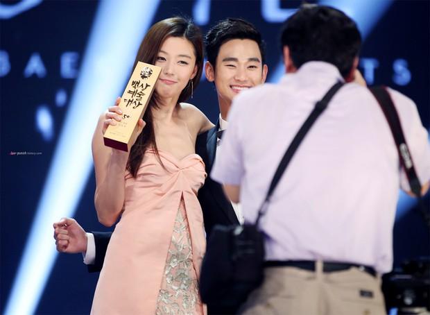 3 vụ diễn viên Hàn lâm cảnh khốn đốn vì văn hóa đẩy thuyền của khán giả đi quá xa - Ảnh 5.