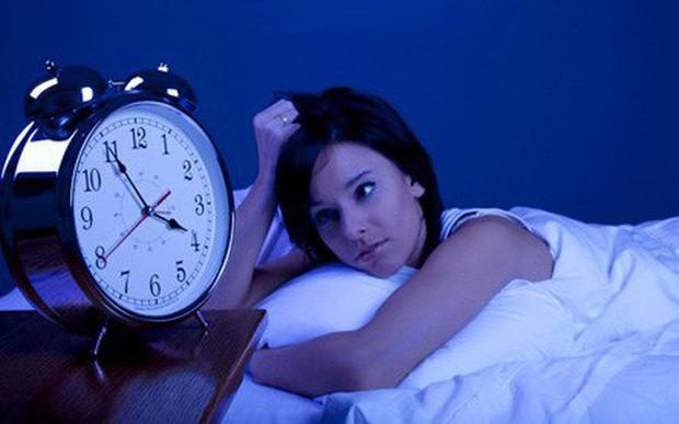5 việc nên và 3 không nên làm trong buổi tối: Thực hiện được thì sức khỏe nâng cao, tiền tài ập đến - Ảnh 1.