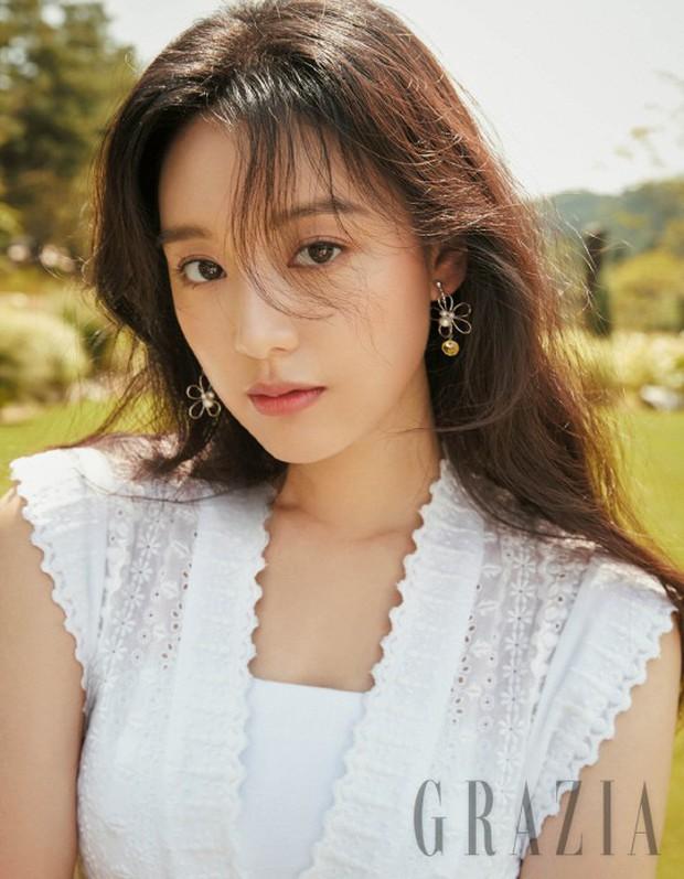 4 mỹ nhân hạng A đọ sắc trên tạp chí: Khó chọn giữa Kim Ji Won và Park Min Young, bạn gái G-Dragon sexy bùng nổ - Ảnh 2.