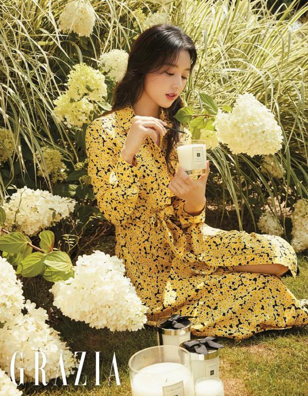 4 mỹ nhân hạng A đọ sắc trên tạp chí: Khó chọn giữa Kim Ji Won và Park Min Young, bạn gái G-Dragon sexy bùng nổ - Ảnh 1.