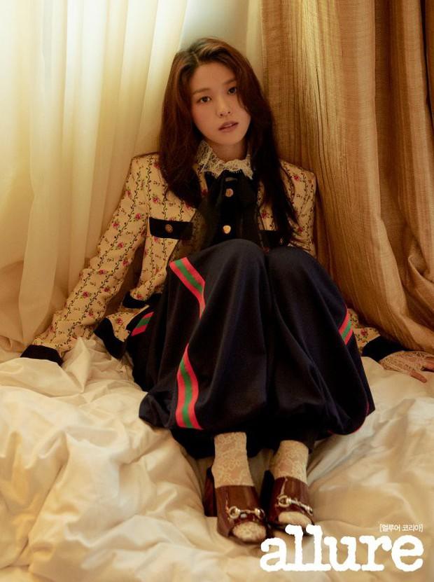 4 mỹ nhân hạng A đọ sắc trên tạp chí: Khó chọn giữa Kim Ji Won và Park Min Young, bạn gái G-Dragon sexy bùng nổ - Ảnh 9.