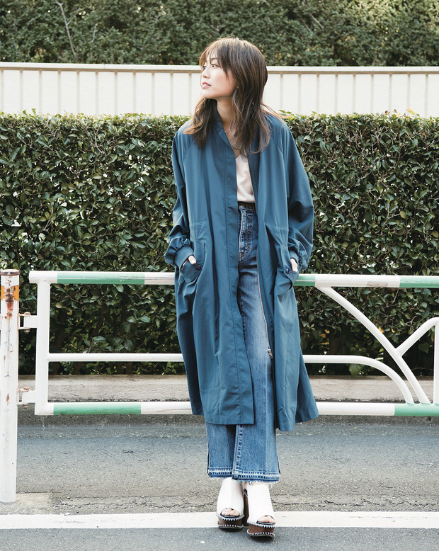 Chiếc áo khoác dáng dài lượt thượt này đích thực là món đồ cực đáng sắm cho tủ đồ mùa thu năm nay - Ảnh 9.