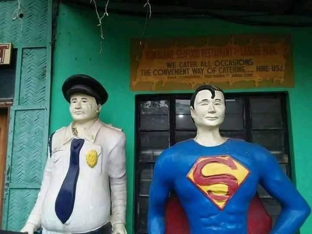 Các siêu anh hùng của DC và Marvel tề tựu trong công viên có tính giải trí cao nhất mọi thời đại - Ảnh 1.