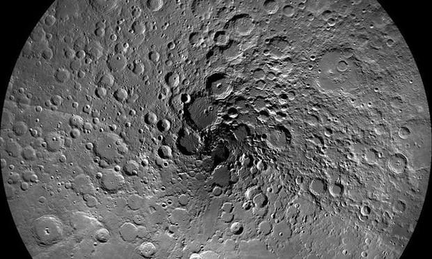 Phát hiện ra băng trên Mặt Trăng, thêm yếu tố vững chắc mới để xây dựng căn cứ tại nhà của Chị Hằng - Ảnh 1.