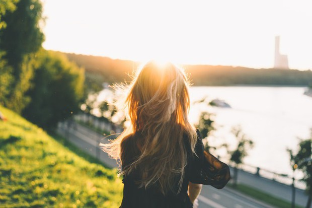 5 thói quen tưởng vô hại nhưng lại âm thầm gây hư tổn mái tóc của bạn - Ảnh 3.
