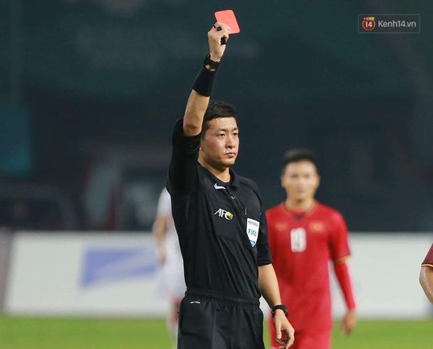 Info trọng tài người Trung Quốc đẹp trai nhất trận Việt Nam - Bahrain tối qua - Ảnh 3.
