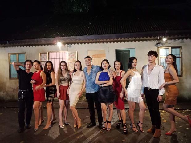 Chị Nguyệt bầu trời check-in cùng dàn diễn viên Quỳnh Búp Bê, fan nghi vấn vào vai đối thủ của Lan má mì - Ảnh 2.