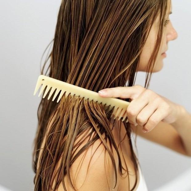 5 thói quen tưởng vô hại nhưng lại âm thầm gây hư tổn mái tóc của bạn - Ảnh 4.