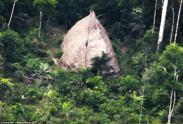Bộ tộc bí ẩn tại Amazon lần đầu tiên được ghi hình, biệt lập xuyên suốt lịch sử con người - Ảnh 2.