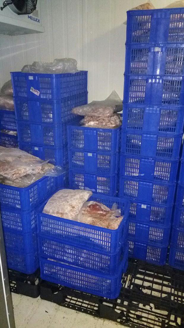 """Phát hiện hàng trăm ký thịt heo """"hết đát"""" tại siêu thị Meat Farm ở Sài Gòn - Ảnh 1."""