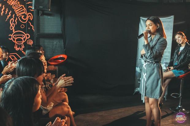 Phạm Quỳnh Anh hát liên tục hơn 20 ca khúc, bật khóc khi được dàn khách mời và khán giả chúc mừng sinh nhật sớm - Ảnh 13.