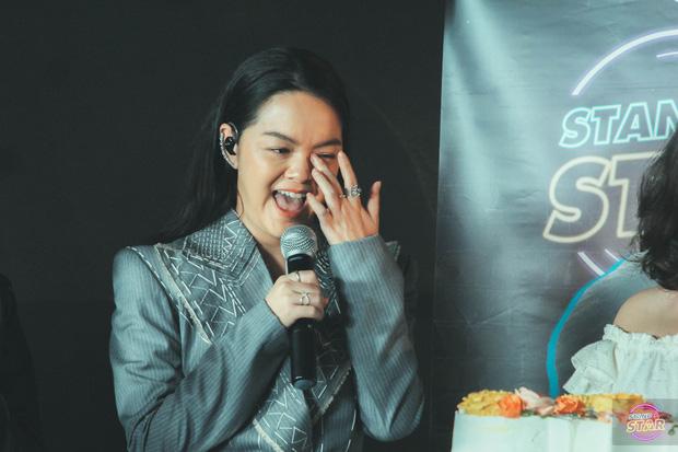 Phạm Quỳnh Anh hát liên tục hơn 20 ca khúc, bật khóc khi được dàn khách mời và khán giả chúc mừng sinh nhật sớm - Ảnh 9.