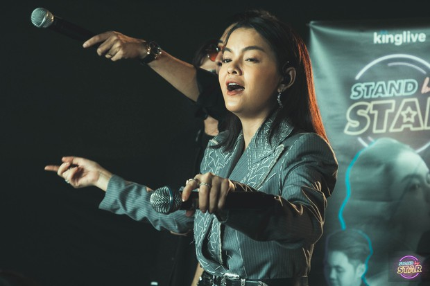 Phạm Quỳnh Anh hát liên tục hơn 20 ca khúc, bật khóc khi được dàn khách mời và khán giả chúc mừng sinh nhật sớm - Ảnh 1.