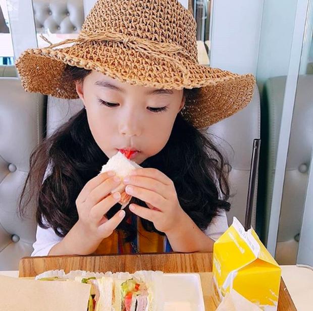 Cô bé Hàn Quốc gây bão vì clip nói không với người lạ ngày nào đã lớn và xinh xắn lắm rồi! - Ảnh 6.