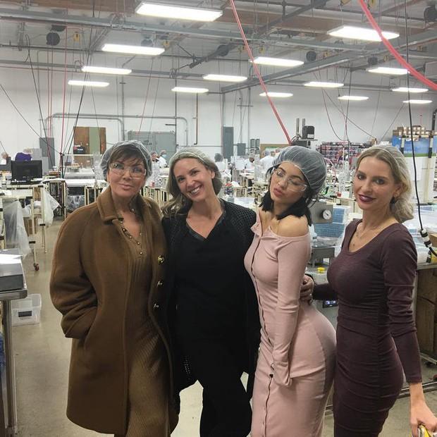 Loạt scandal về hãng mỹ phẩm giúp Kylie Jenner sắp thành tỷ phú: Từ bóc lột công nhân đến bán hàng kém vệ sinh - Ảnh 2.
