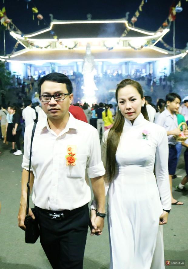 Hàng nghìn người Sài Gòn trật tự xếp hàng dài, chờ gõ chuông chùa cầu bình an cho cha mẹ trong ngày Vu Lan - Ảnh 9.