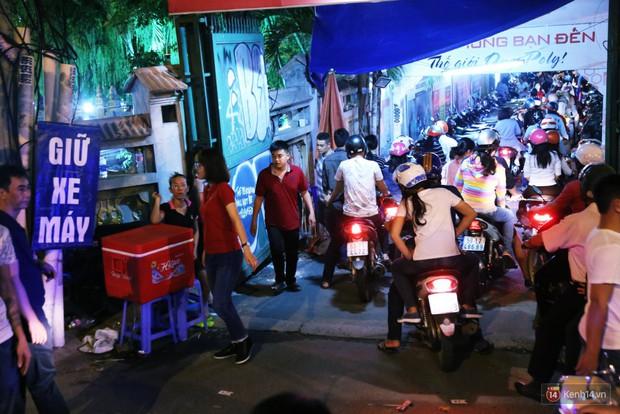 Hàng nghìn người Sài Gòn trật tự xếp hàng dài, chờ gõ chuông chùa cầu bình an cho cha mẹ trong ngày Vu Lan - Ảnh 3.
