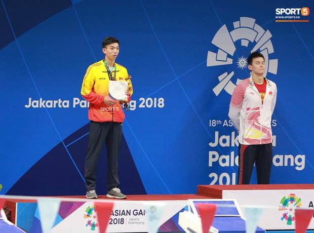 Kình ngư Nguyễn Huy Hoàng: Lần đầu tiên đeo huy chương em thấy... sợ - Ảnh 2.