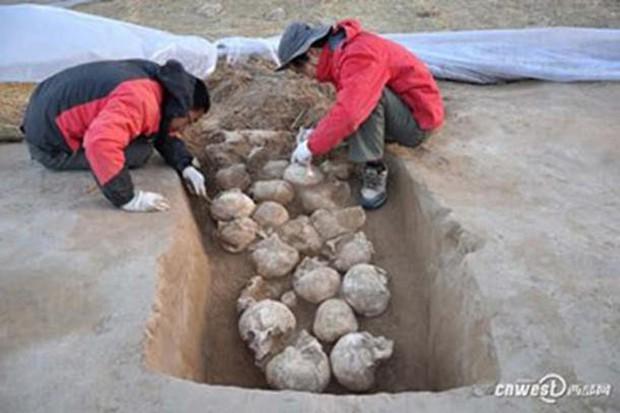Phát hiện cấu trúc kim tự tháp hơn 4.000 năm tuổi trong thành phố toàn hài cốt hiến tế - Ảnh 2.