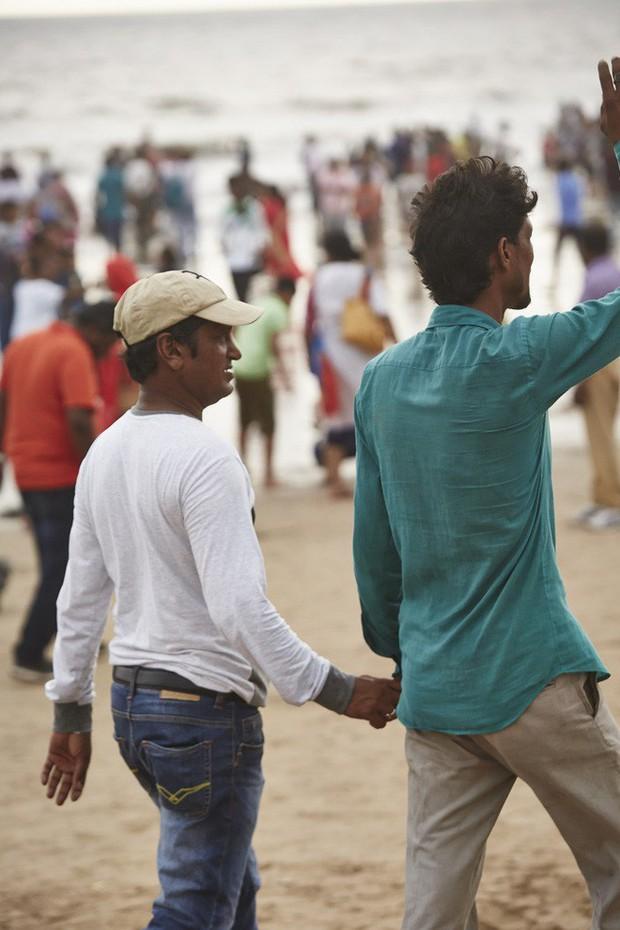 Nắm tay nhau mỗi khi ra đường: Nét văn hóa kỳ lạ nhưng thú vị giữa những anh đàn ông Ấn Độ - Ảnh 4.