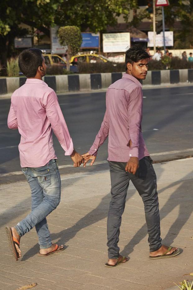 Nắm tay nhau mỗi khi ra đường: Nét văn hóa kỳ lạ nhưng thú vị giữa những anh đàn ông Ấn Độ - Ảnh 6.