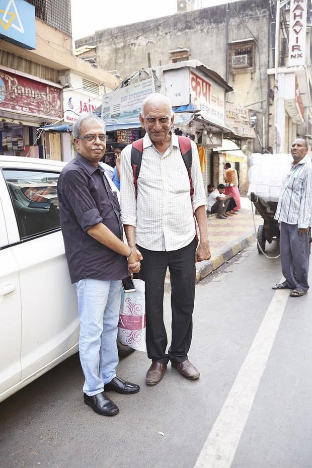 Nắm tay nhau mỗi khi ra đường: Nét văn hóa kỳ lạ nhưng thú vị giữa những anh đàn ông Ấn Độ - Ảnh 8.