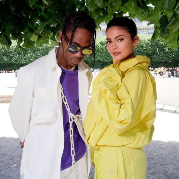 Bạn trai vẫn quyết định cưới Kylie Jenner làm vợ sau tin đồn đổ vỏ gây tranh cãi - Ảnh 2.