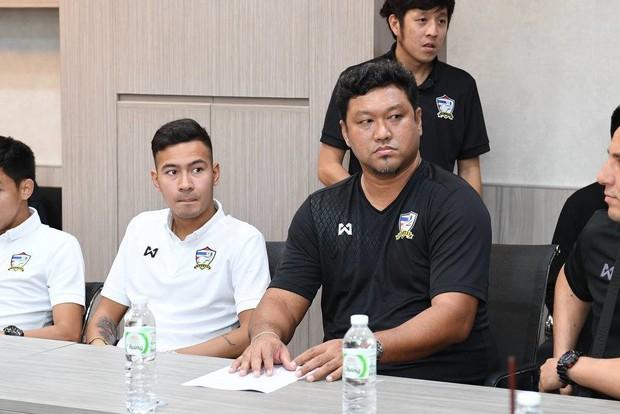 Chủ tịch LĐBĐ Thái Lan dọa sa thải cả GĐĐH và HLV sau thất bại tại ASIAD 2018 - Ảnh 3.