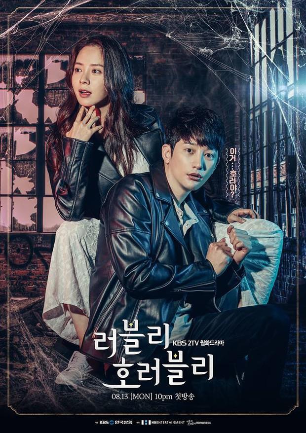 Phim kinh dị của mợ ngố Song Ji Hyo có gì mà ai xem cũng không dứt ra được? - Ảnh 1.