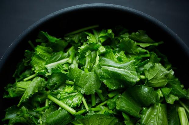 Mấy ngày Hà Nội nắng nóng thất thường, bạn nên bổ sung 6 loại thực phẩm này để ngăn ngừa tình trạng đau nửa đầu - Ảnh 2.