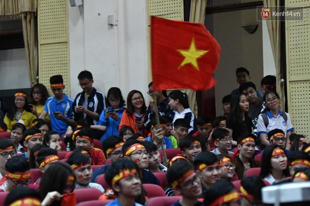 Nhiều trường Đại học tổ chức cho sinh viên xem tứ kết ASIAD Việt Nam - Syria trên màn hình hàng trăm inch - Ảnh 7.