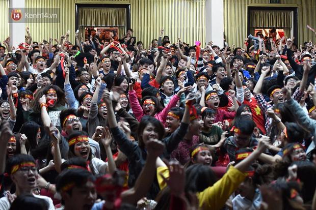 Nhiều trường Đại học tổ chức cho sinh viên xem tứ kết ASIAD Việt Nam - Syria trên màn hình hàng trăm inch - Ảnh 4.