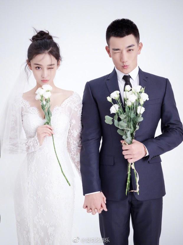 Đám cưới Trương Hinh Dư: Thị trường chợ đen sôi động công khai bán vé vào cổng - Ảnh 1.