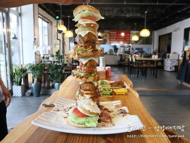 Đây chính là chiếc hamburger xôi thịt nhất mà ai đến Jeju (Hàn Quốc) cũng hốt hoảng - Ảnh 4.