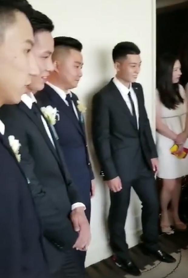 Đám cưới hot nhất hôm nay: Cô dâu Trương Hinh Dư diện váy trắng đồ sộ, nắm chặt tay chú rể tiến vào lễ đường cổ tích - Ảnh 15.