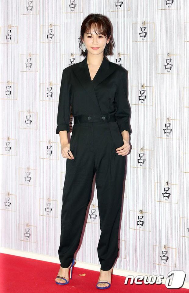 Park Shin Hye trở lại đẹp rạng rỡ bên nữ chính Hương Mật Tựa Khói Sương, Park Seo Joon lịch lãm tại sự kiện - Ảnh 11.