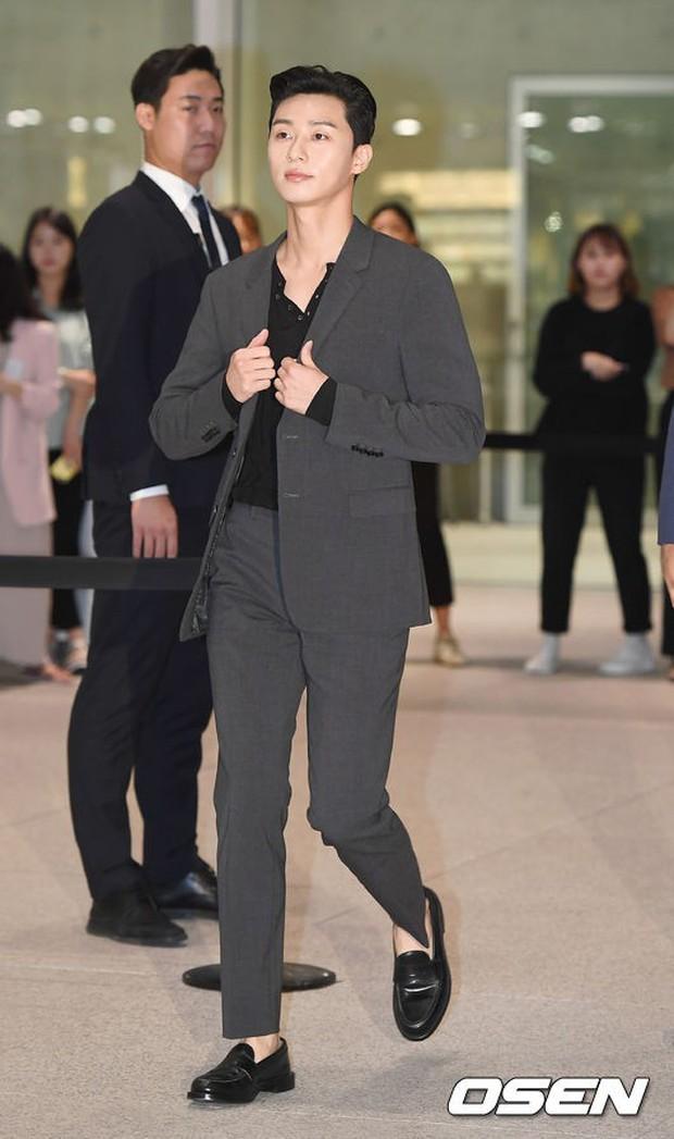Park Shin Hye trở lại đẹp rạng rỡ bên nữ chính Hương Mật Tựa Khói Sương, Park Seo Joon lịch lãm tại sự kiện - Ảnh 7.