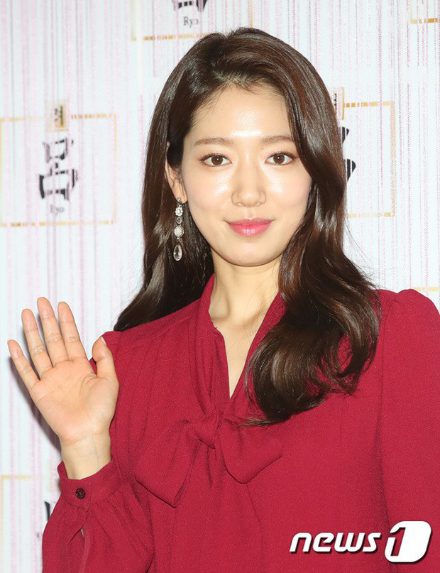 Park Shin Hye trở lại đẹp rạng rỡ bên nữ chính Hương Mật Tựa Khói Sương, Park Seo Joon lịch lãm tại sự kiện - Ảnh 5.