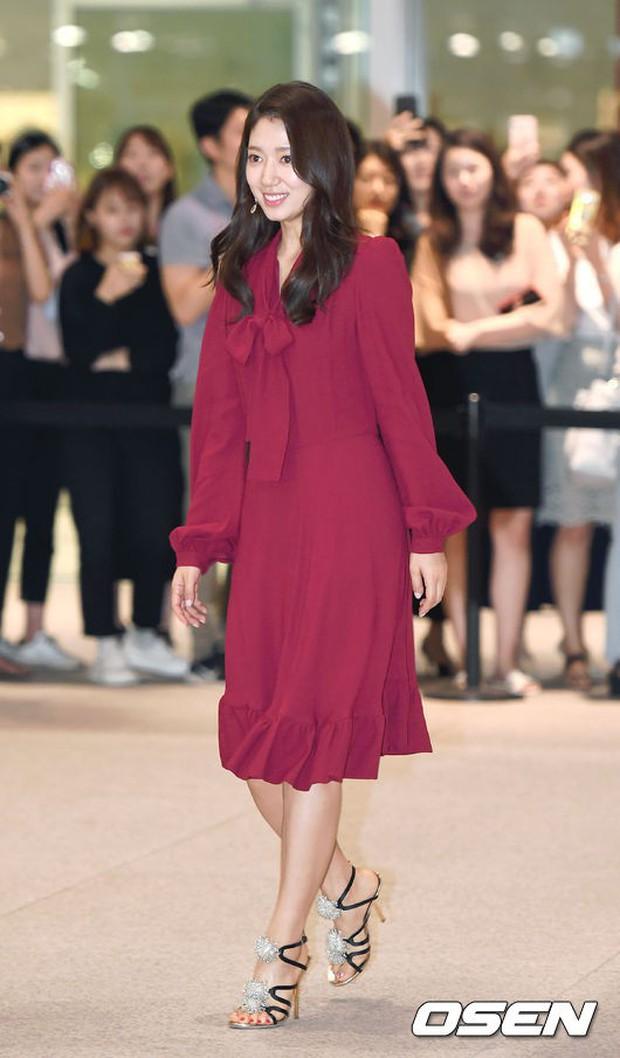 Park Shin Hye trở lại đẹp rạng rỡ bên nữ chính Hương Mật Tựa Khói Sương, Park Seo Joon lịch lãm tại sự kiện - Ảnh 2.