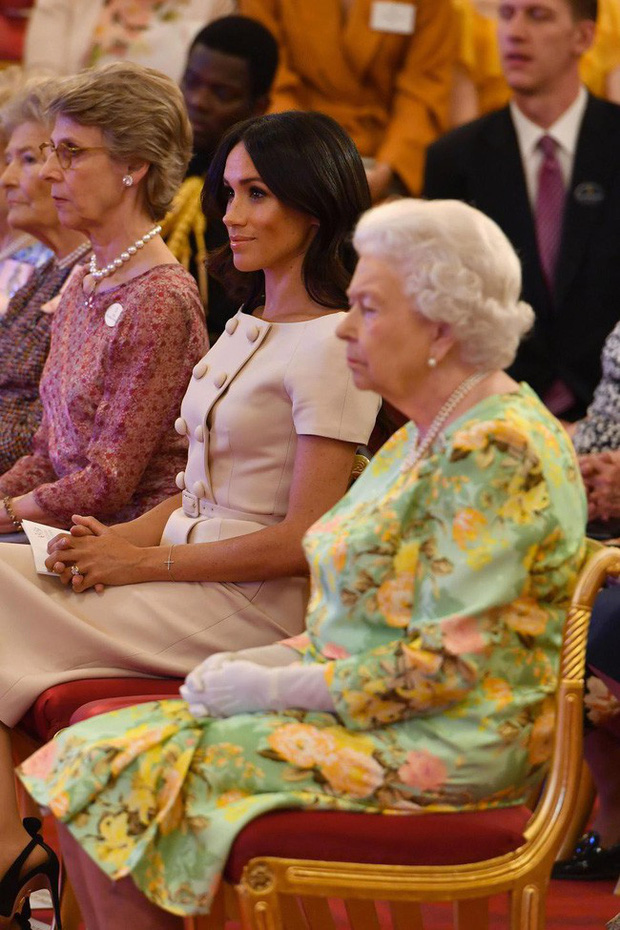 Lần đầu tiết lộ lý do Nữ hoàng Anh phá lệ chấp nhận Meghan làm cháu dâu dù gia đình phức tạp, đã có một đời chồng - Ảnh 2.