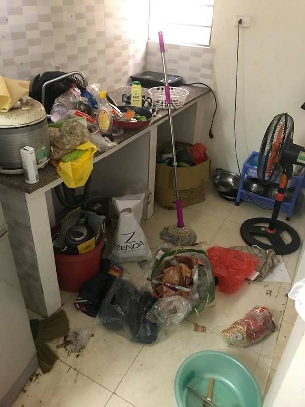 Dân mạng sốc với căn phòng bẩn đến kinh hoàng, tủ lạnh mốc meo mà chủ nhân còn tuyên bố: Bao giờ có người yêu mới dọn - Ảnh 2.