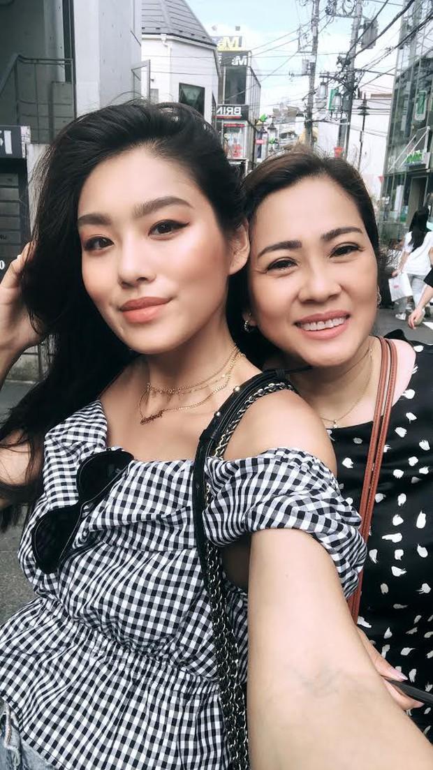 Bất ngờ trước nhan sắc trẻ trung, xinh đẹp của mẹ Lê Thảo Nhi - cô nàng rich kids mới nổi trên MXH Việt - Ảnh 3.