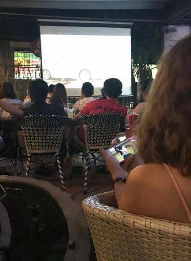 Khi chồng cổ vũ cho Olympic Việt Nam, vợ lại là fan Diên Hi Công Lược - Ảnh 3.
